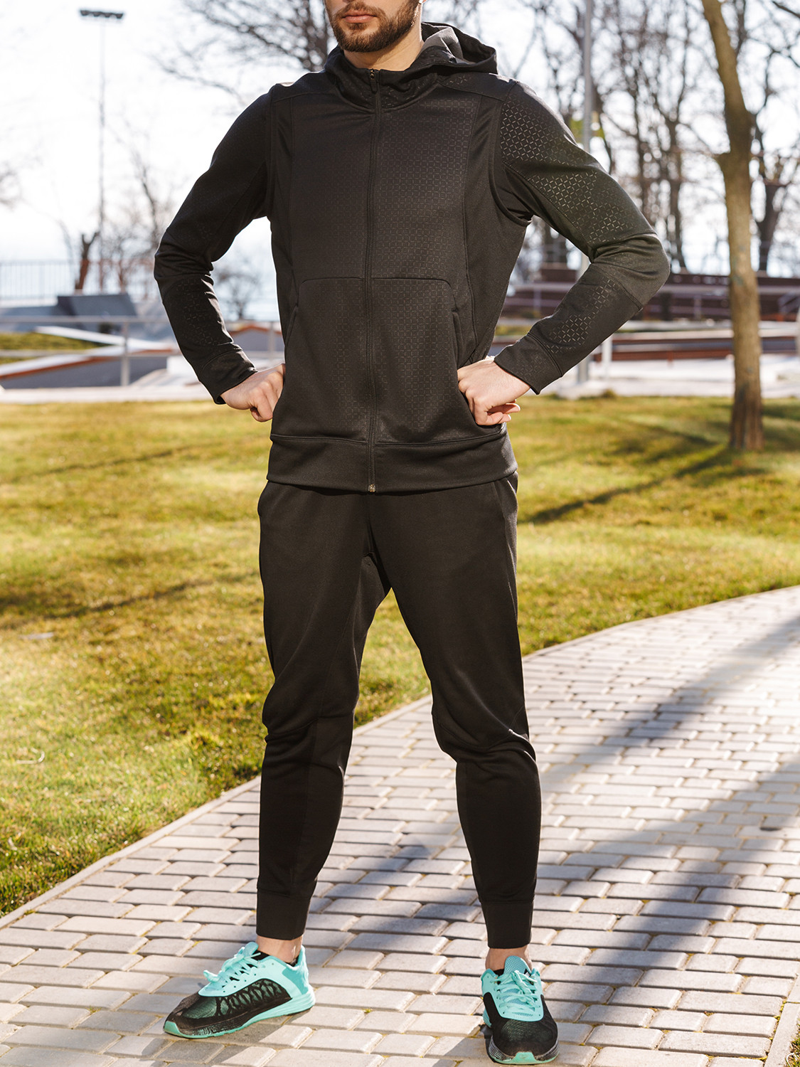 Men's outfit idea for 2021 with black hoodie, black crew neck t-shirt, black sweatpants, blue sneakers. Suitable for spring, fall and winter.
