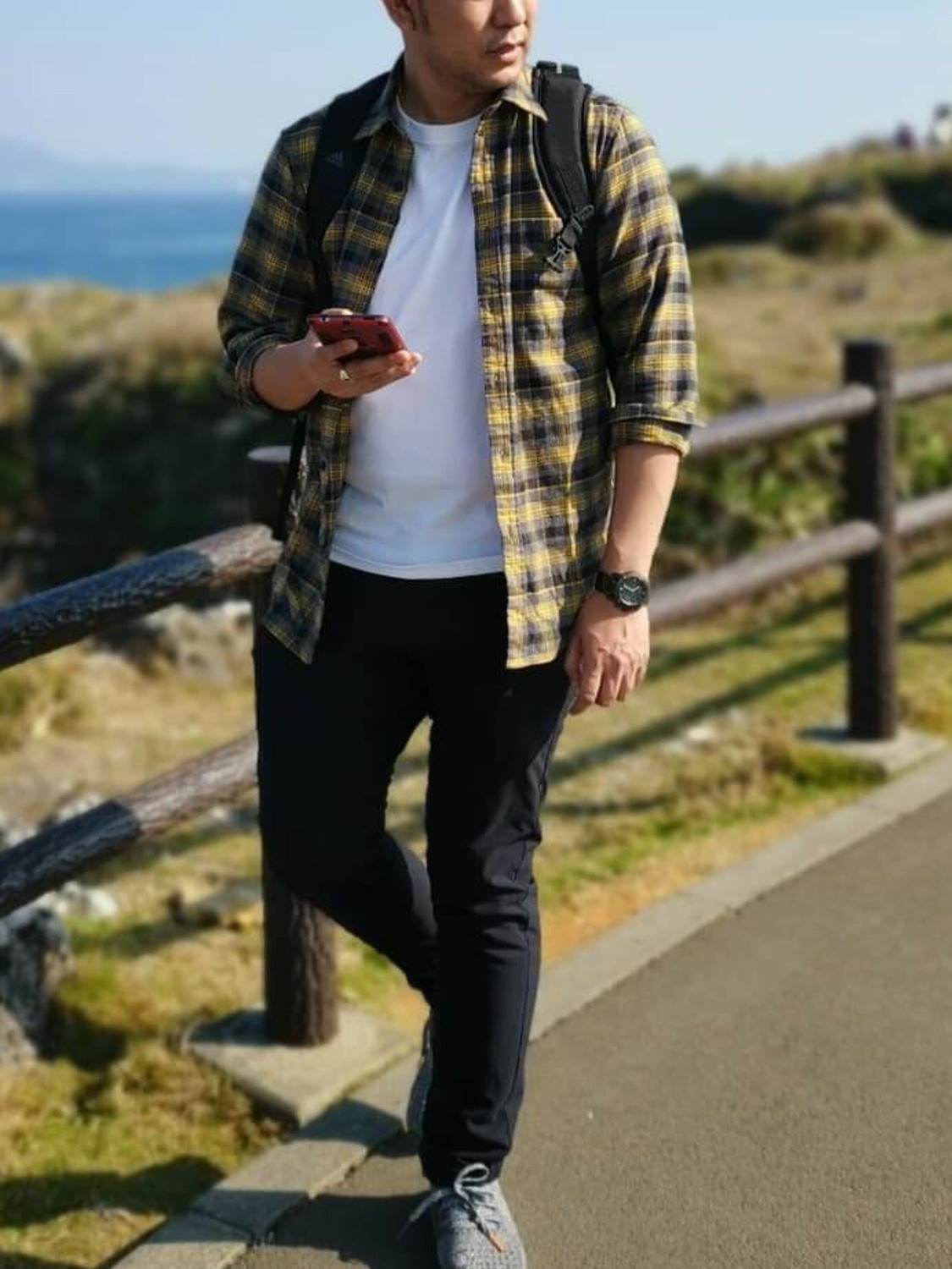 Men's outfit idea for 2021 with white crew neck t-shirt, black jeans, neutral trainers. Suitable for spring and autumn.
