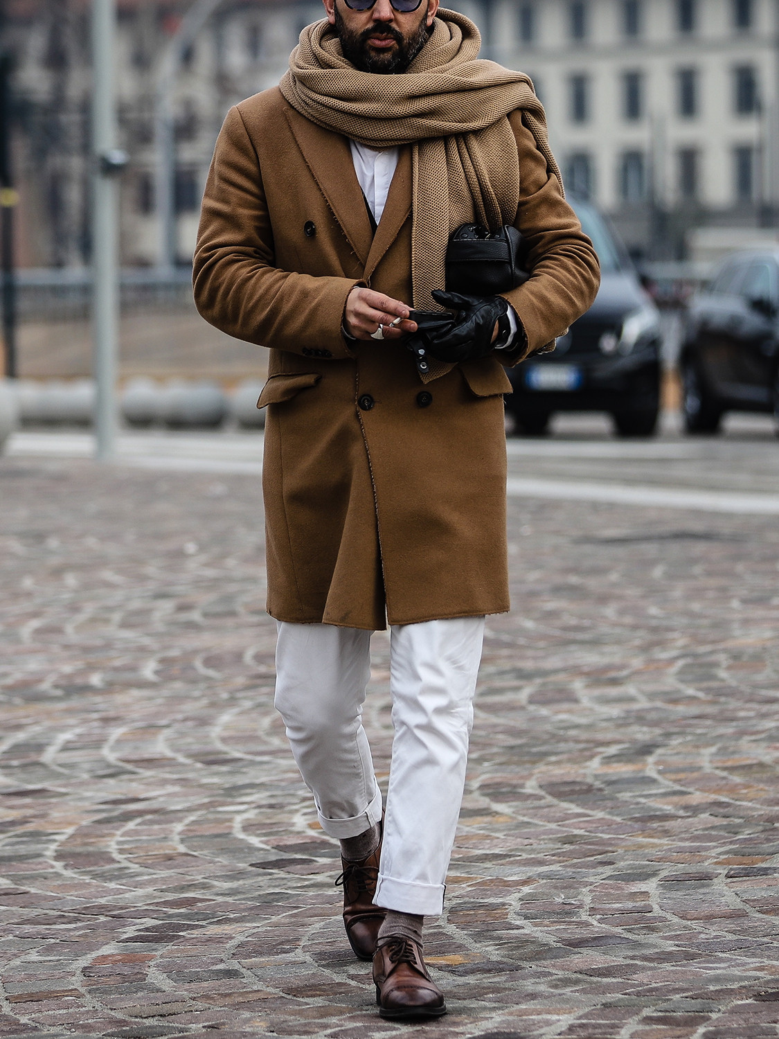 Men's outfit idea for 2021 with camel coat, white casual shirt, white chinos, oxford / derby shoes. Suitable for autumn and winter.