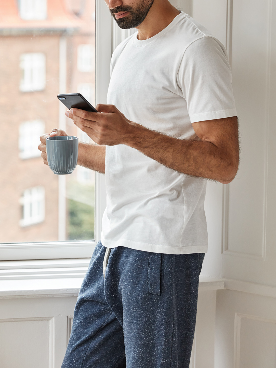 Men's outfit idea for 2021 with gray hoodie, white crew neck t-shirt, sweatpants. Suitable for spring, summer, fall and winter.