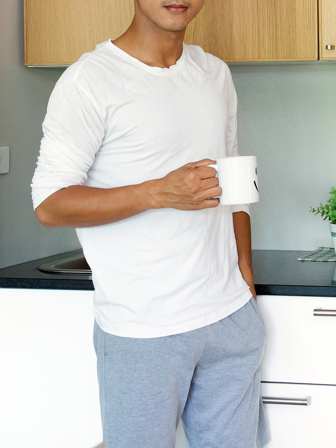 Men's outfit idea for 2021 with blue plain hoodie, white plain long-sleeved t-shirt, grey sweatpants. Suitable for spring, summer, fall and winter.