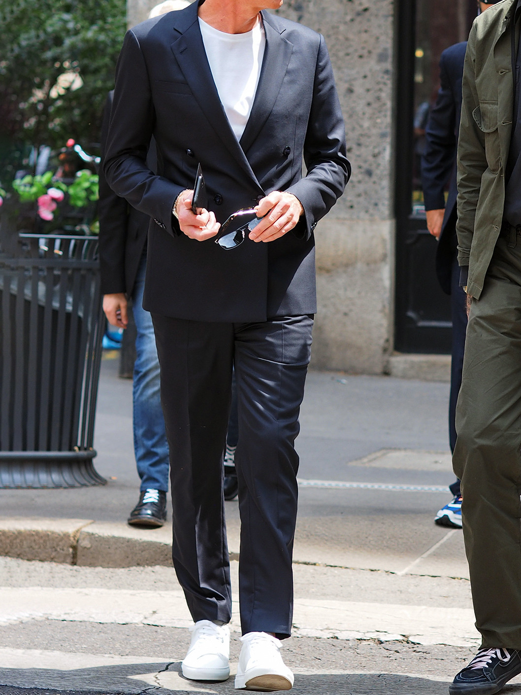 Men's outfit idea for 2021 with navy double-breasted blazer, white crew neck t-shirt, navy formal trousers, white trainers. Suitable for spring, summer and autumn.