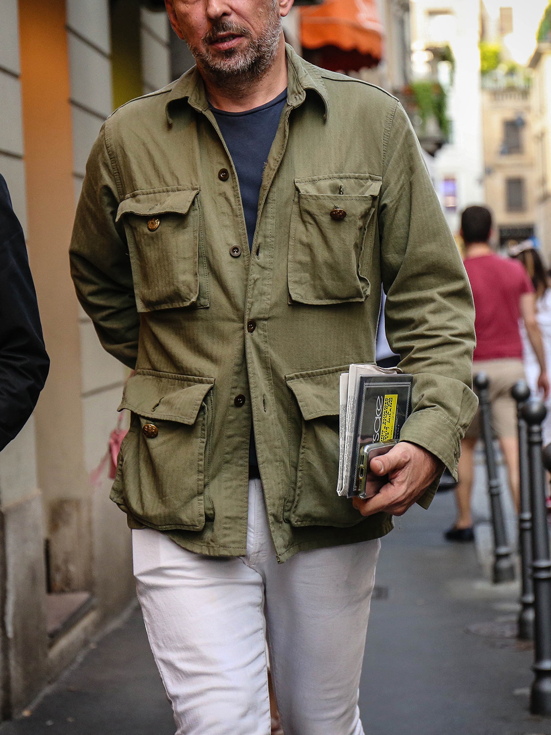 Men's outfit idea for 2021 with green utility jacket, navy crew neck t-shirt, white jeans, brown loafers. Suitable for spring, summer and autumn.