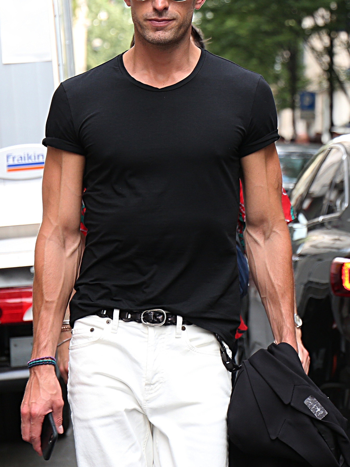 Men's outfit idea for 2021 with black unstructured blazer, black crew neck t-shirt, white jeans, converse. Suitable for spring, summer and autumn.