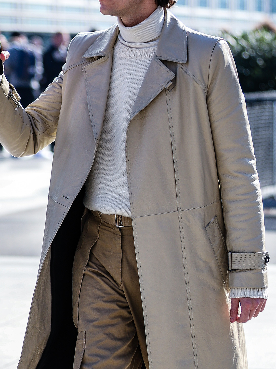 Men's outfit idea for 2021 with white plain crew neck knitted jumper, grey lightweight rollneck jumper, neutral chinos, white trainers. Suitable for autumn and winter.