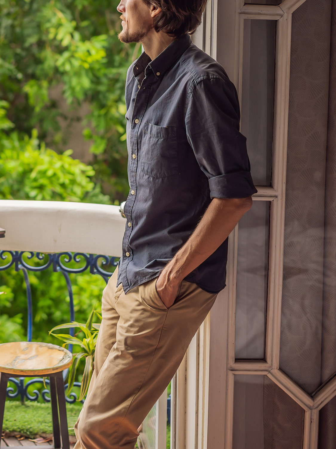 Men's outfit idea for 2021 with navy plain casual shirt, neutral chinos, brown lace-up leather boots. Suitable for spring, summer and fall.