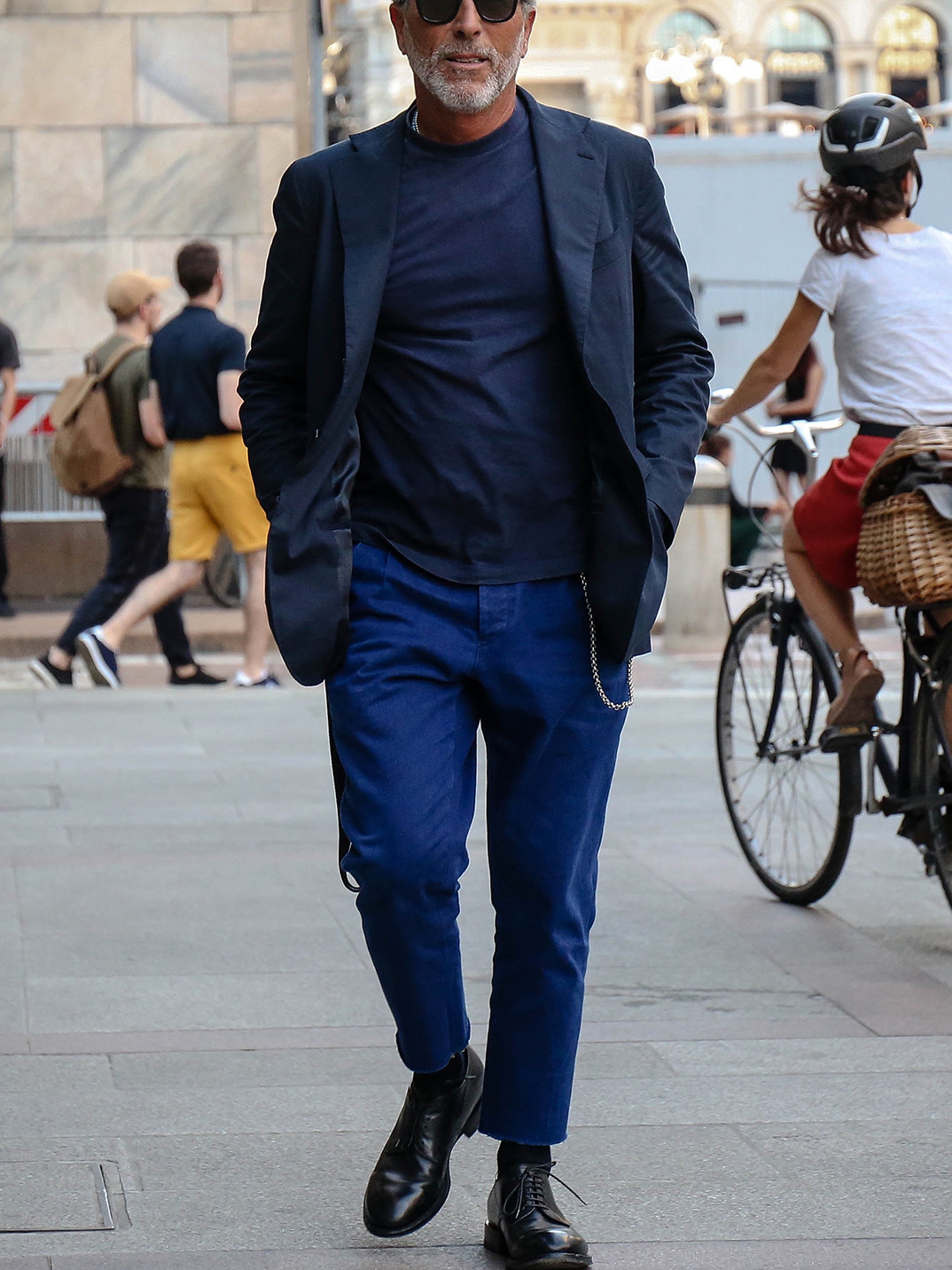 Men's outfit idea for 2021 with navy unstructured blazer, navy plain crew neck t-shirt, blue chinos, black thick framed sunglasses, black oxford / derby shoes. Suitable for spring and autumn.