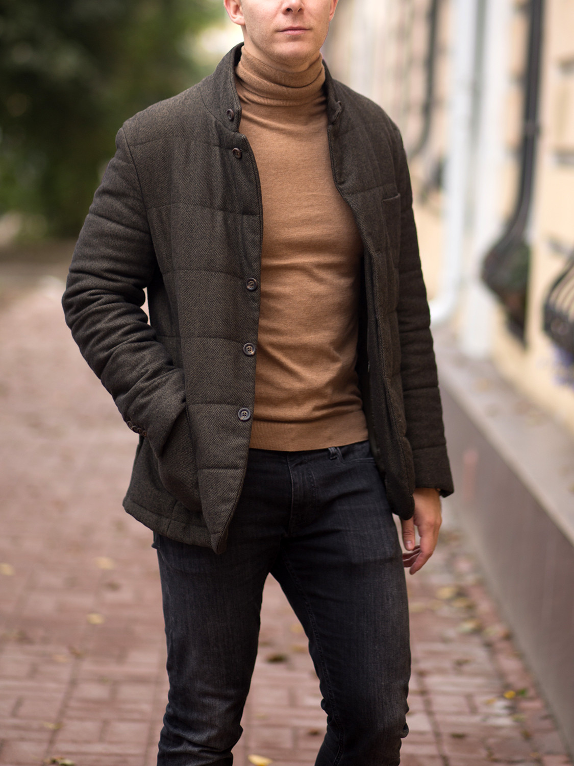 Men's outfit idea for 2021 with lightweight rollneck jumper, black jeans, brown chukka boots. Suitable for autumn and winter.