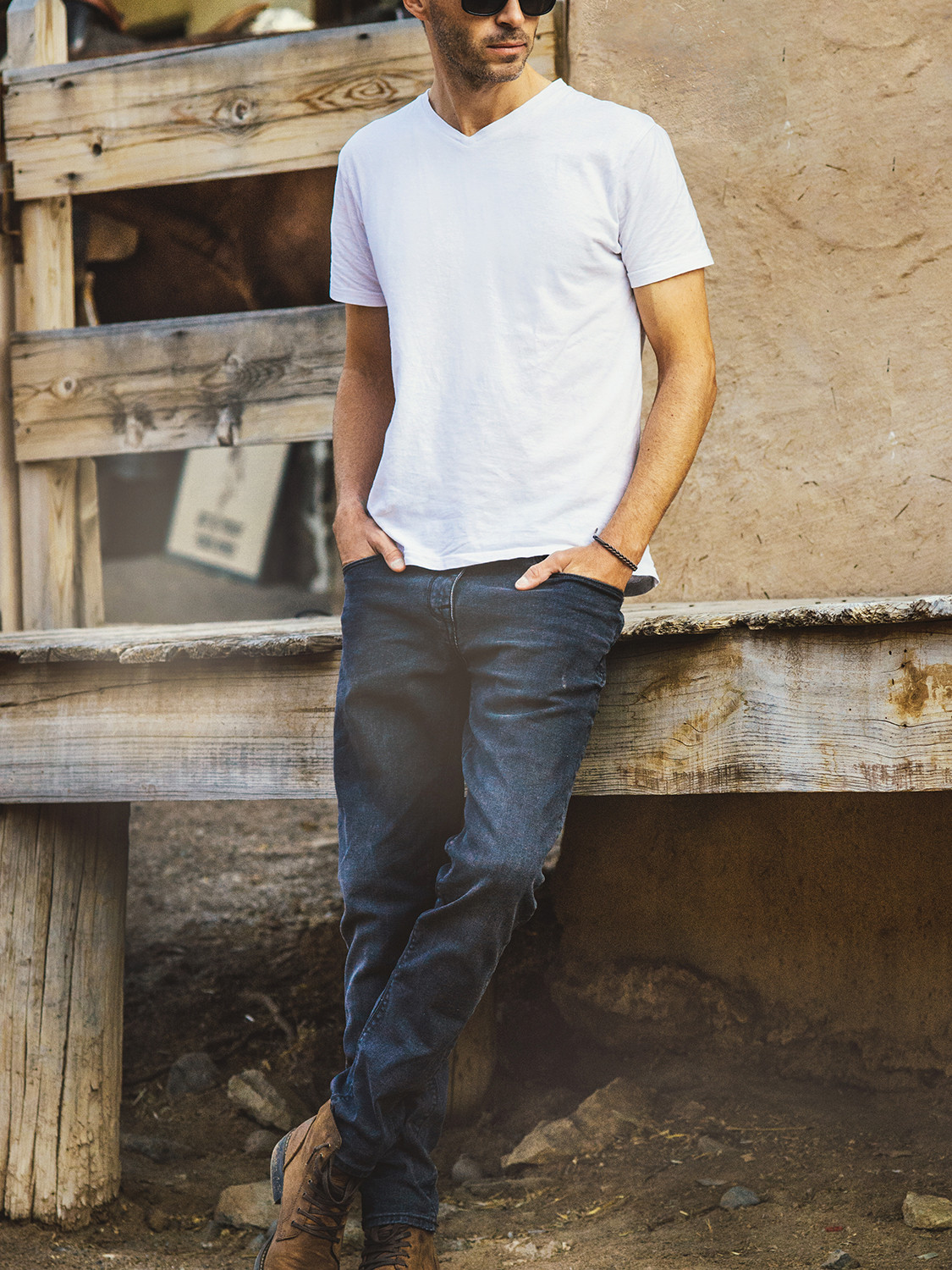 Men's outfit idea for 2021 with white v-neck t-shirt, black jeans. Suitable for spring and summer.