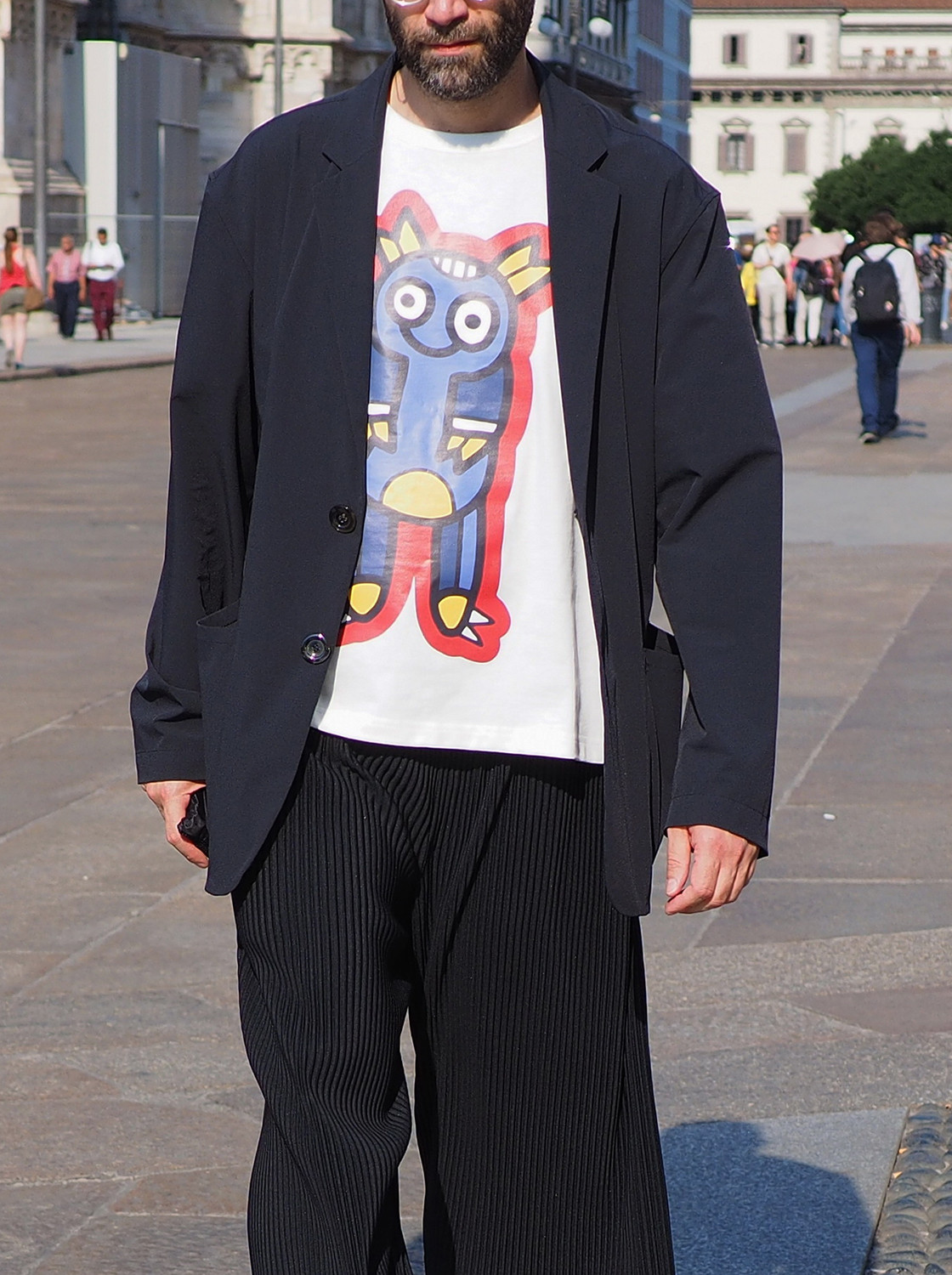 Men's outfit idea for 2021 with navy unstructured blazer, white graphic printed crew neck t-shirt, black cords, converse. Suitable for spring and autumn.
