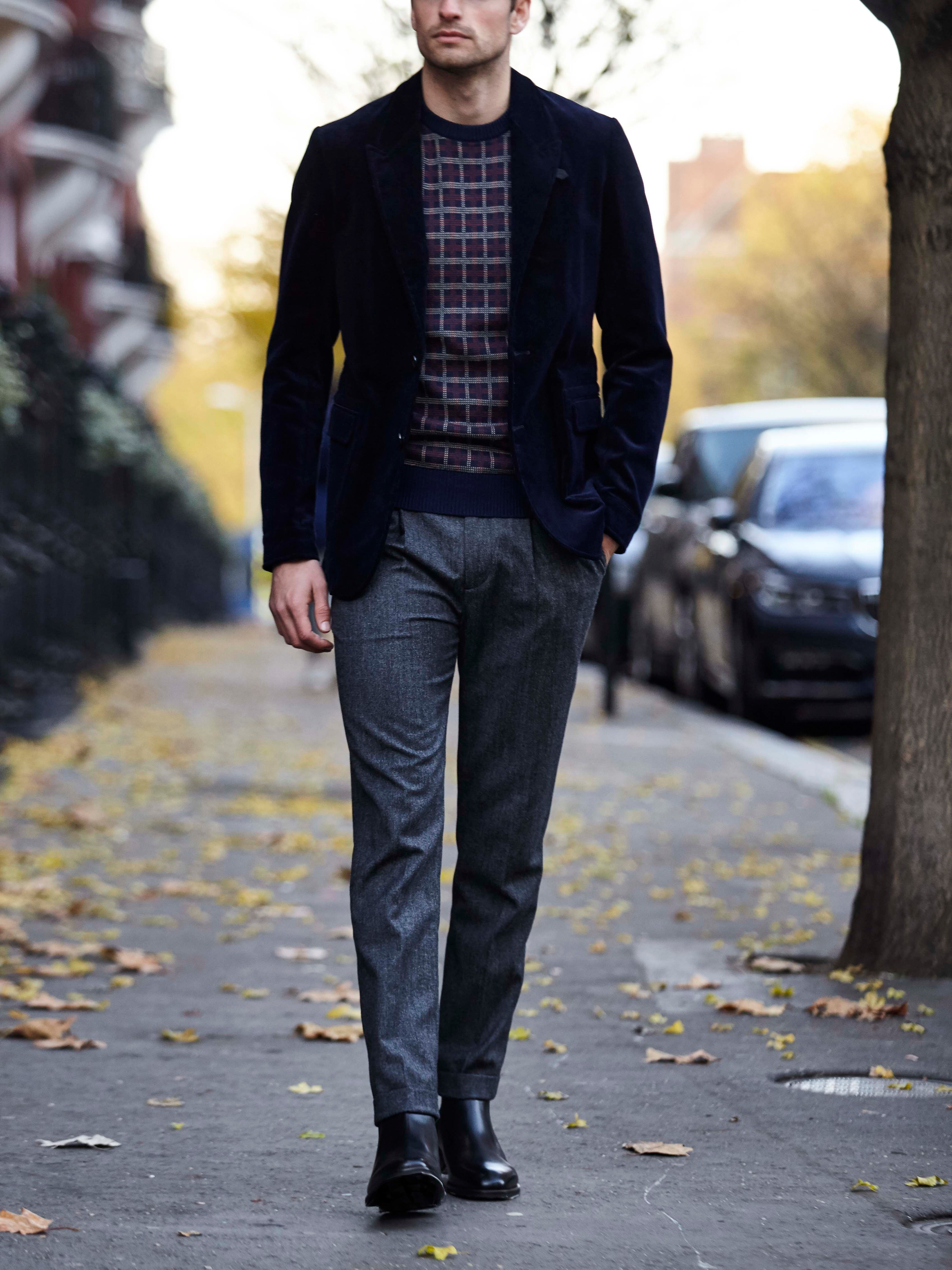 Men's outfit idea for 2021 with navy plain blazer, gray dress pants, black chelsea boots. Suitable for fall and winter.