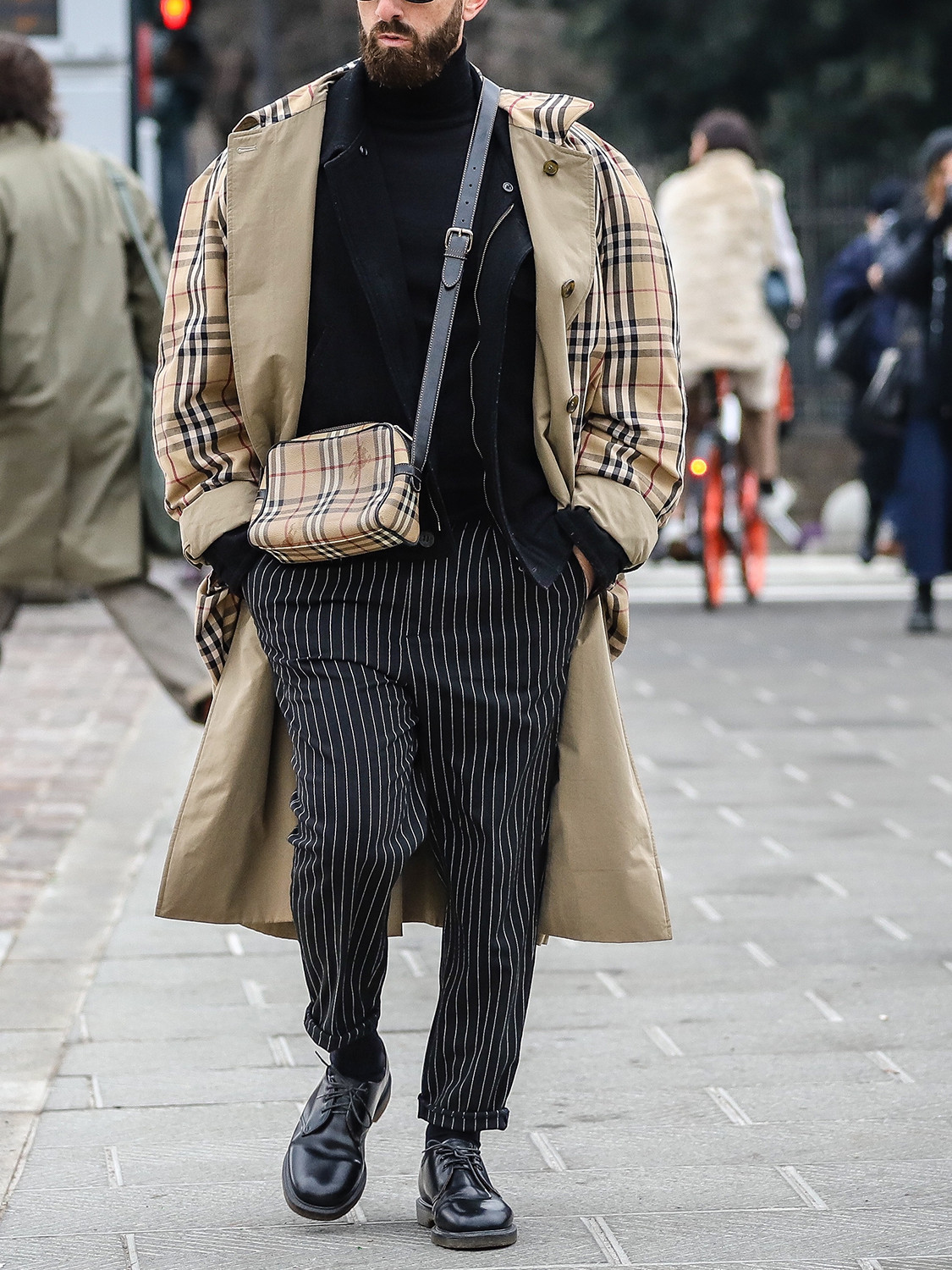Men's outfit idea for 2021 with stone trench coat, black lightweight rollneck jumper, black formal trousers, black oxford / derby shoes. Suitable for autumn.