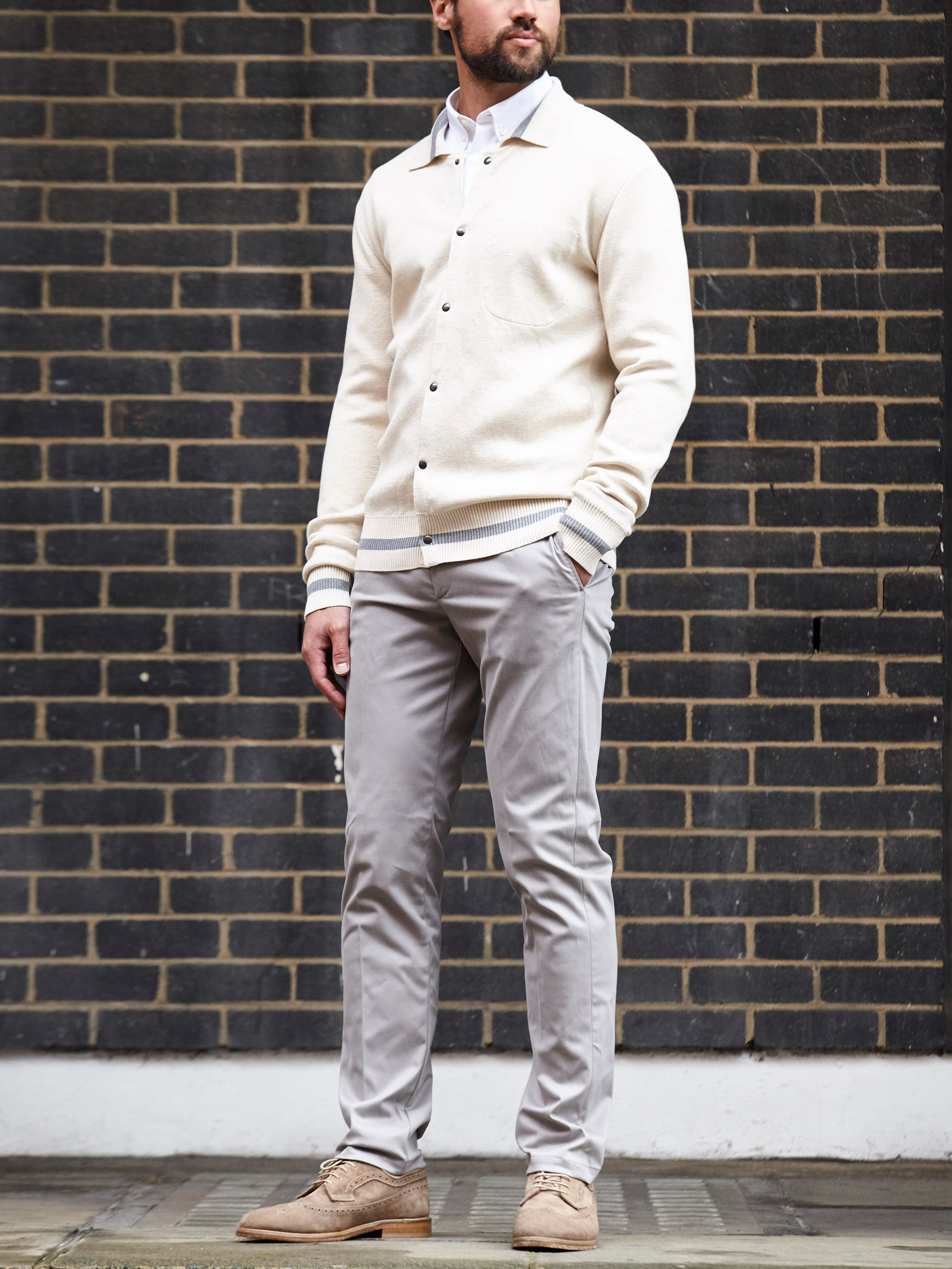 Men's outfit idea for 2021 with white casual shirt, stone chinos, suede shoes / desert shoes. Suitable for spring, summer and fall.