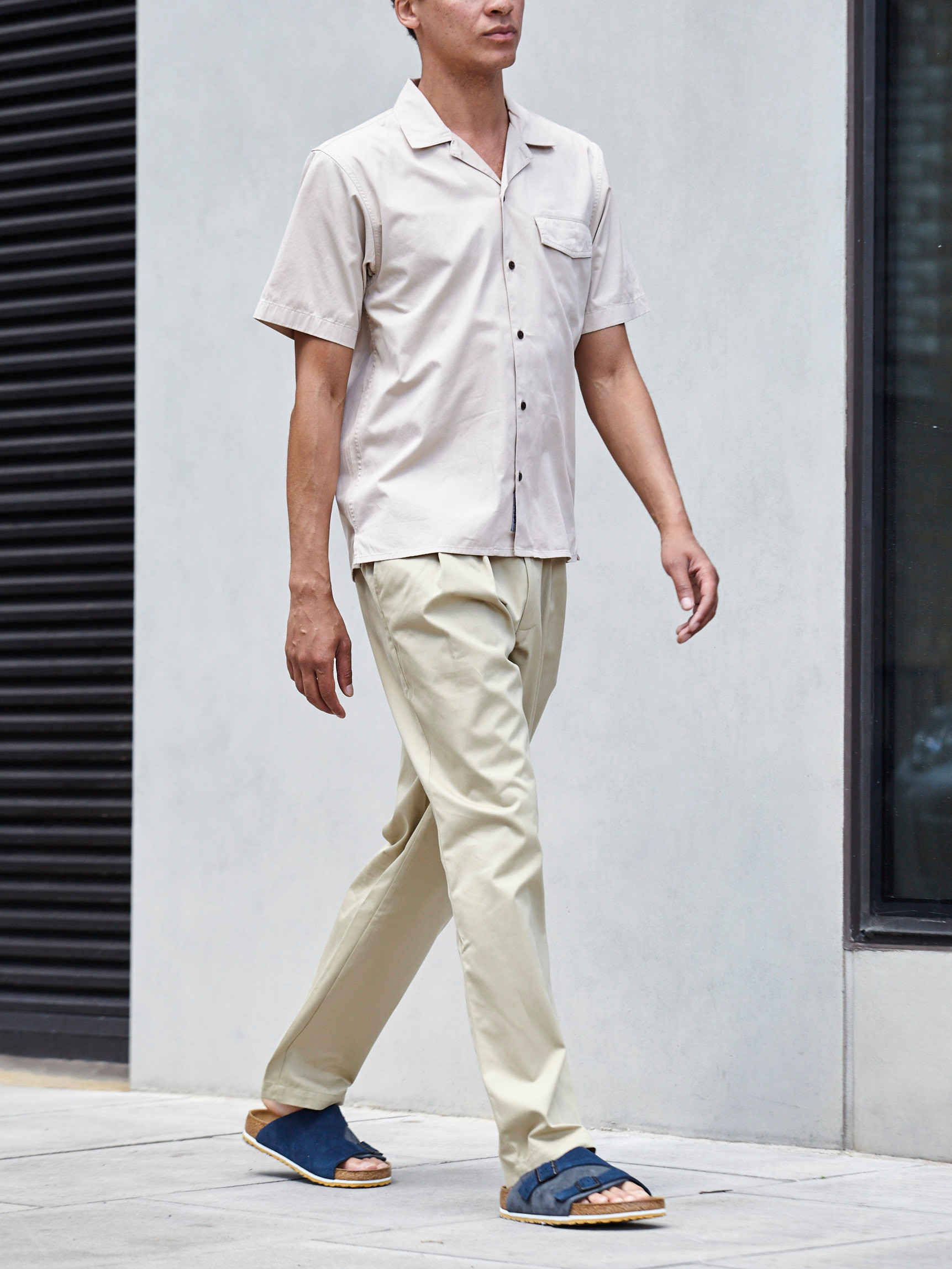 Men's outfit idea for 2021 with short-sleeved plain shirt, neutral chinos, sandals. Suitable for summer.