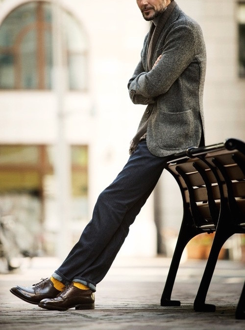 Men's outfit idea for 2021 with tweed blazer, lightweight rollneck sweater, dark blue jeans, bright socks, oxford / derby shoes. Suitable for spring, fall and winter.