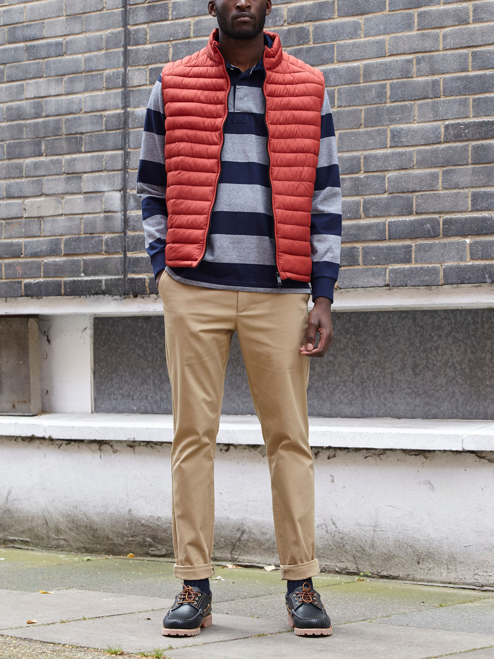 Men's outfit idea for 2021 with gilet, rugby shirt, stone chinos, boat shoes. Suitable for spring and autumn.
