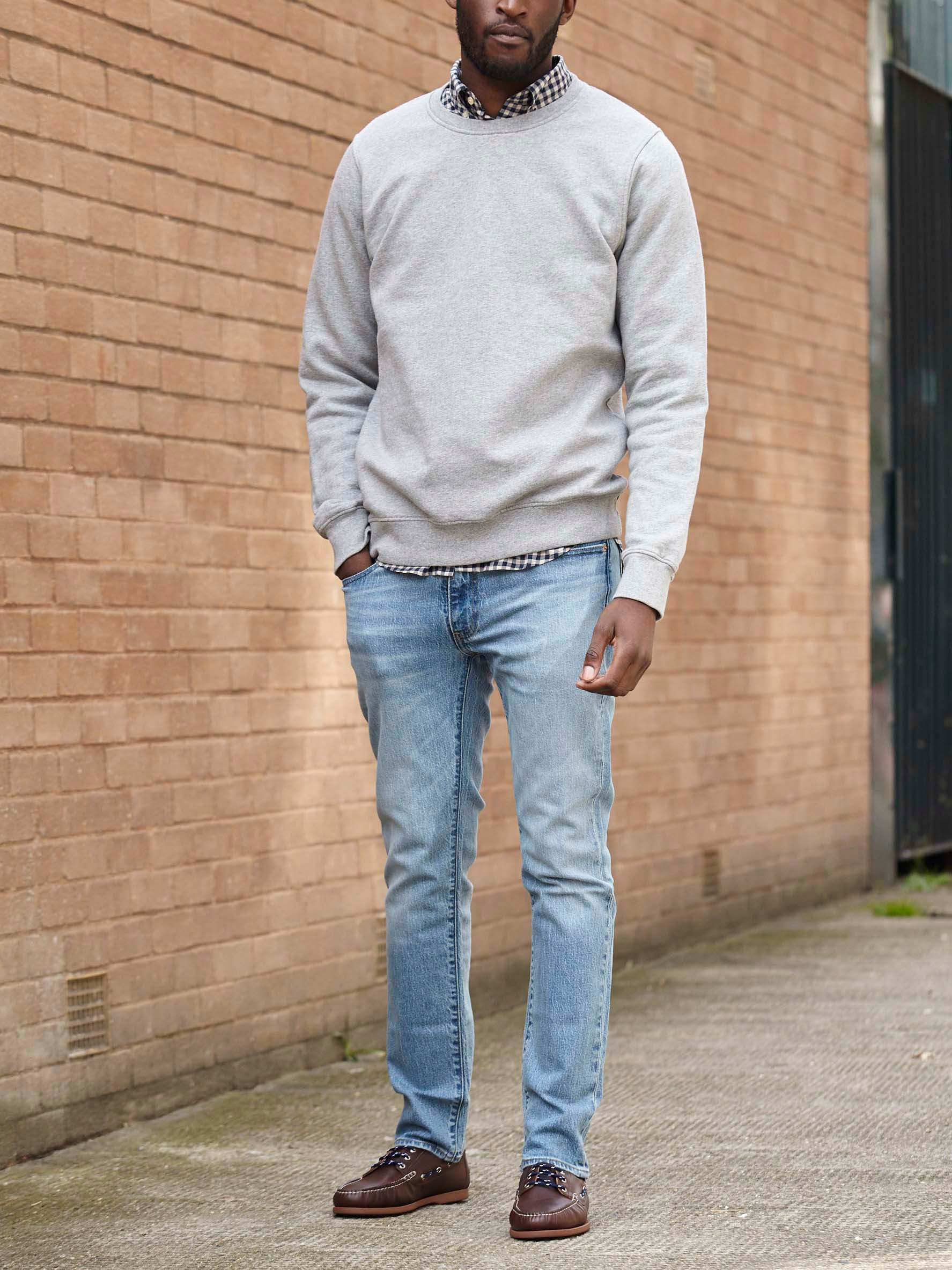 Men's outfit idea for 2021 with grey sweatshirt, light blue jeans, boat shoes. Suitable for spring and autumn.