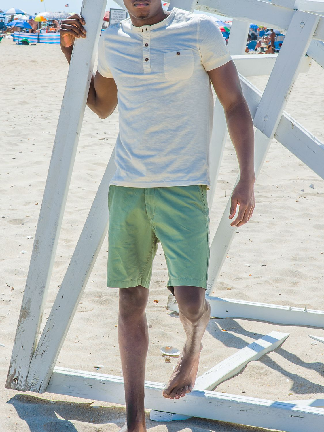 Men's outfit idea for 2021 with green cotton shorts. Suitable for spring and summer.