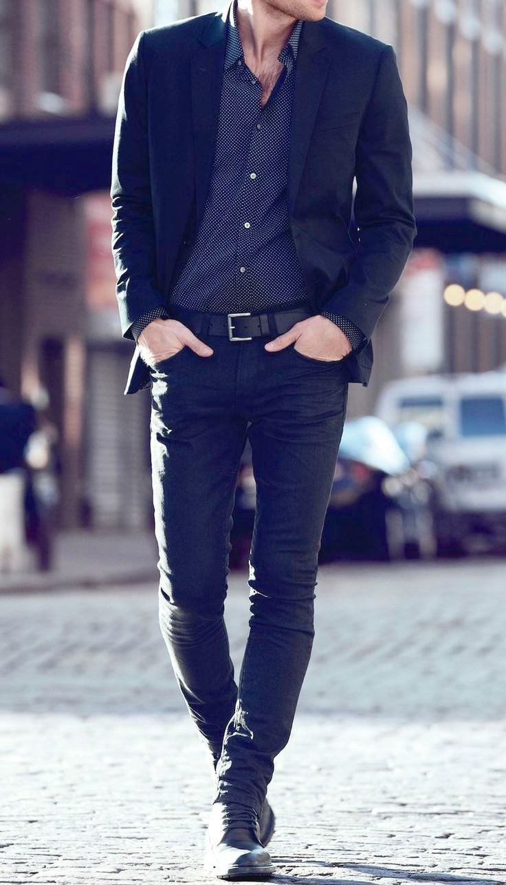 Men's outfit idea for 2021 with black plain blazer, black jeans, lace-up leather boots. Suitable for autumn and winter.