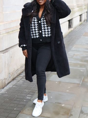 Women's outfit idea for 2021 with black faux fur coat, white trainers. Suitable for autumn and winter.