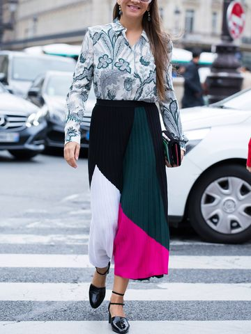 Women's outfit idea for 2021 with black flat pumps. Suitable for spring and summer.