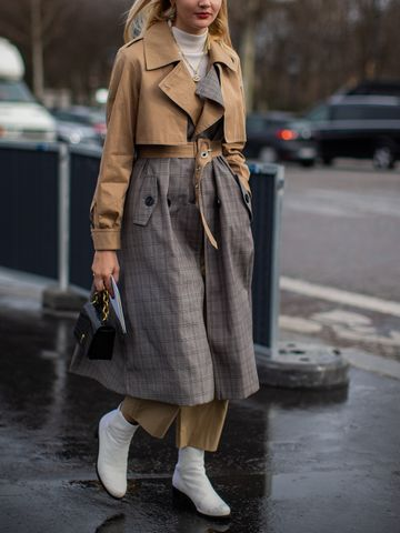 Women's outfit idea for 2021 with black shoulder bag, white ankle boots. Suitable for spring, autumn and winter.