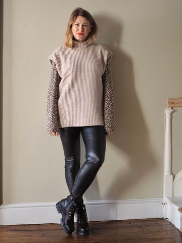 Women's outfit idea for 2021 with neutral jumper, black casual trousers, black ankle boots. Suitable for autumn and winter.
