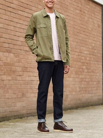 Men's outfit idea for 2021 with overshirt, pale coloured crew neck t-shirt, dark blue jeans. Suitable for spring and summer.